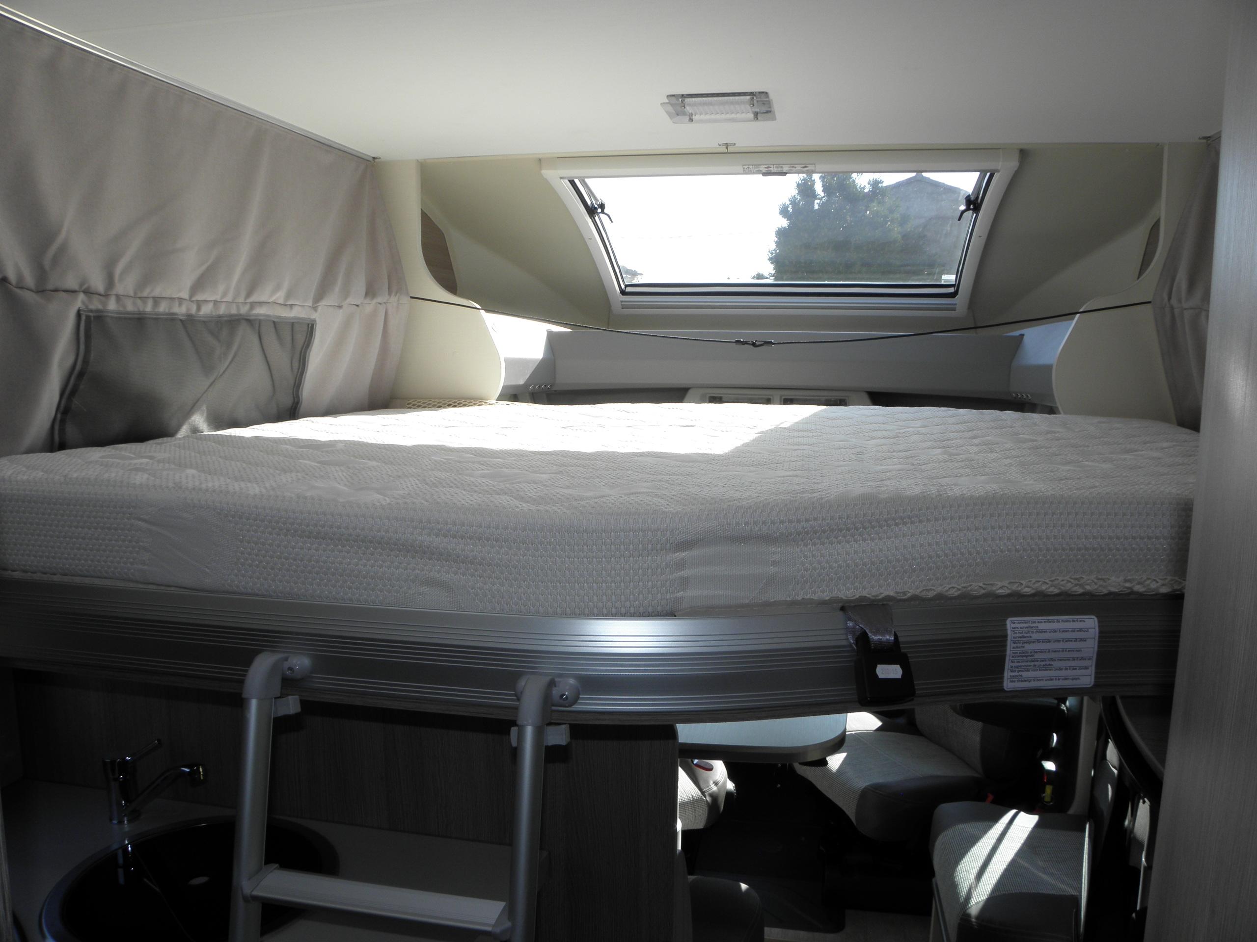 Album profil lit central 4 places - Location camping car salon de provence ...